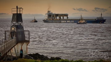The Saga Welco recives assistance from tugs whilst passing Portishead Point on approach to Avonmouth.